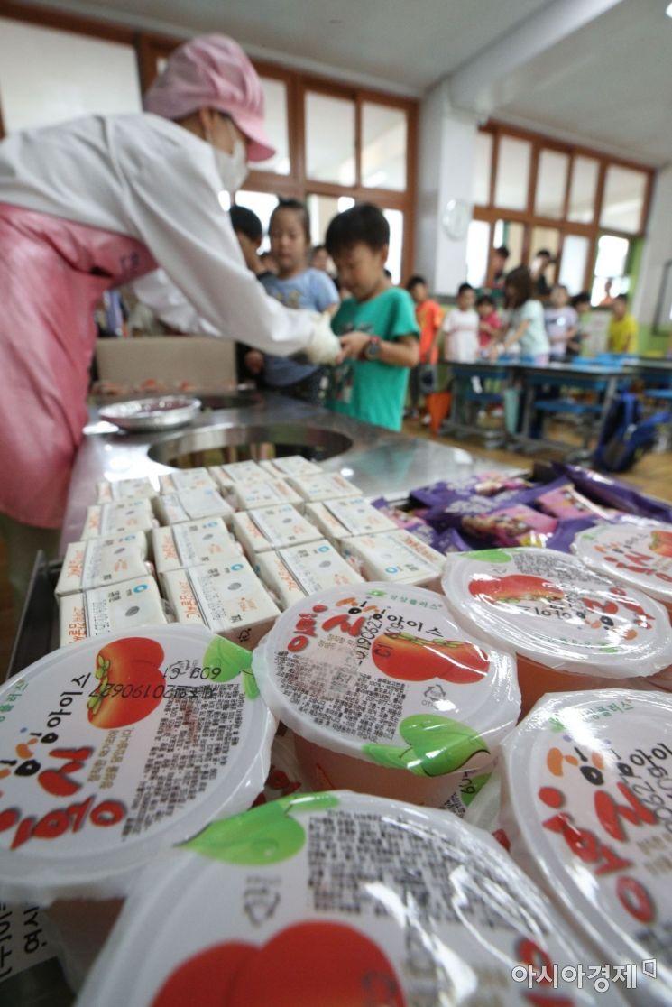[포토] 대체급식 배식되는 초등학교 점심시간