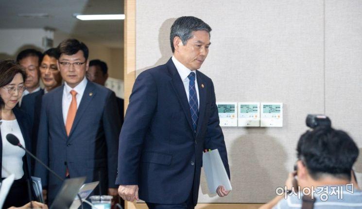 [포토]대국민 사과문 발표 앞둔 정경두 장관