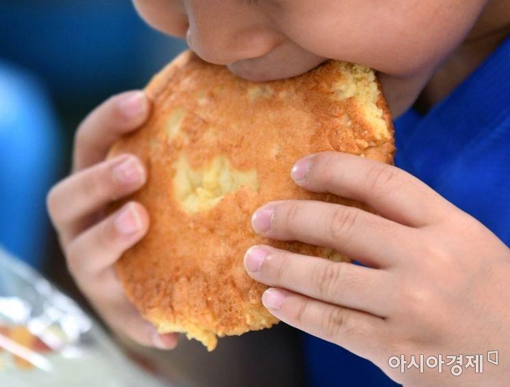 [포토] '빵으로 될까'