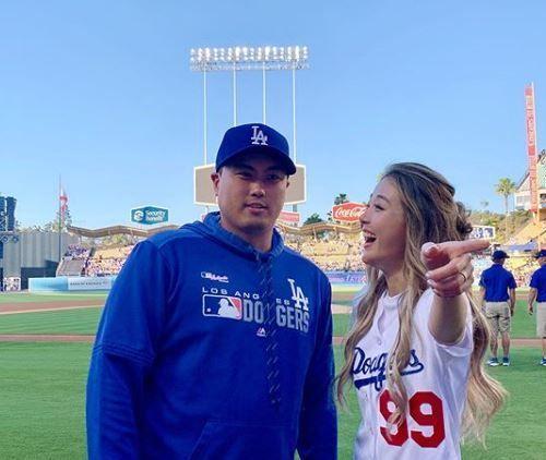 배지현(31) 전 아나운서는 3일(한국시각) 남편 류현진(32·LA 다저스)의 홈 구장에서 열린 '2019 메이저리그' LA 다저스와 애리조나 다이아몬드백스의 경기에서 시구를 선보였다/사진=배지현 인스타그램 캡처