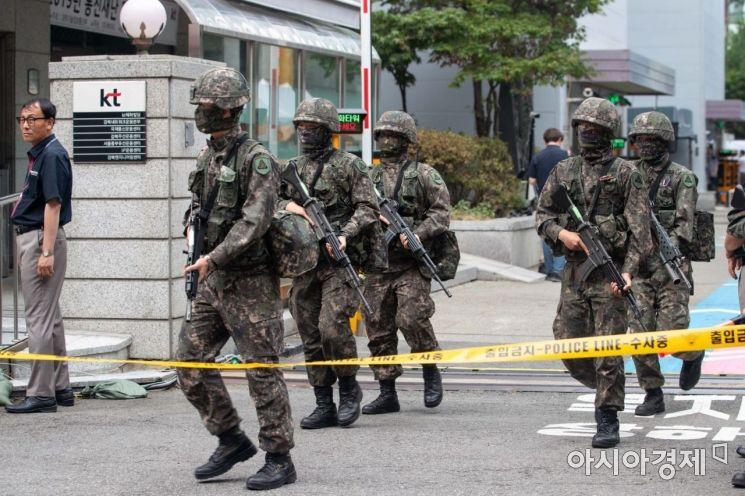 [포토]테러범 제압 나선 군 병력