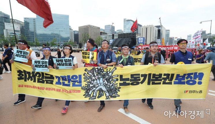 [포토]청와대 향하는 공공부문 비정규 노동자들