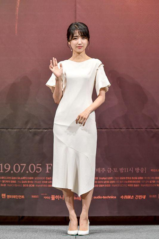 '평일 오후 세시의 연인'에서 손지은 역을 맡은 배우 박하선. 사진=채널A