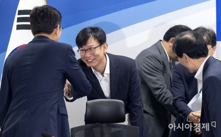 [포토] 민생현안 당·정·청 회동 참석한 김상조 실장