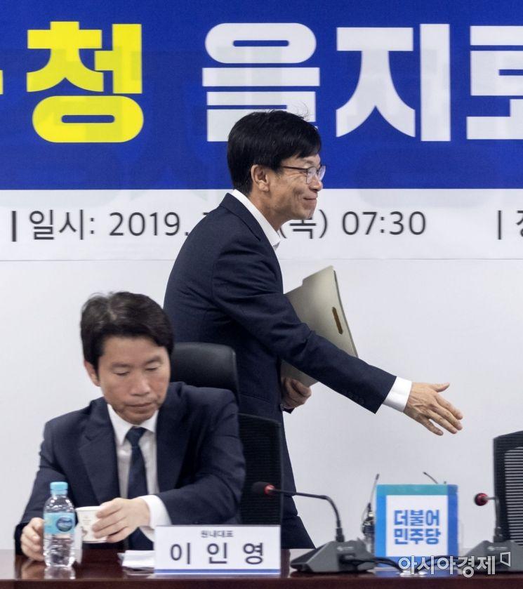 [포토] 회의 참석하는 김상조 실장