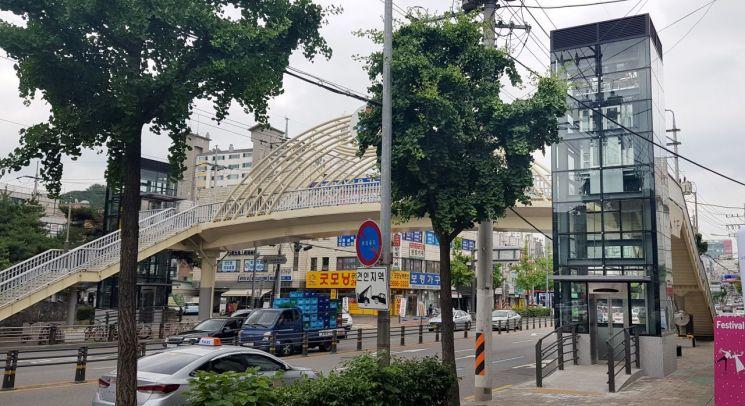강서구 가곡초교 앞 '보도육교 승강기 교체공사' 완료