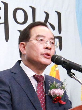 """하윤수 교총 회장 """"교육정책은 이념 벗어나 일관성 유지해야"""""""