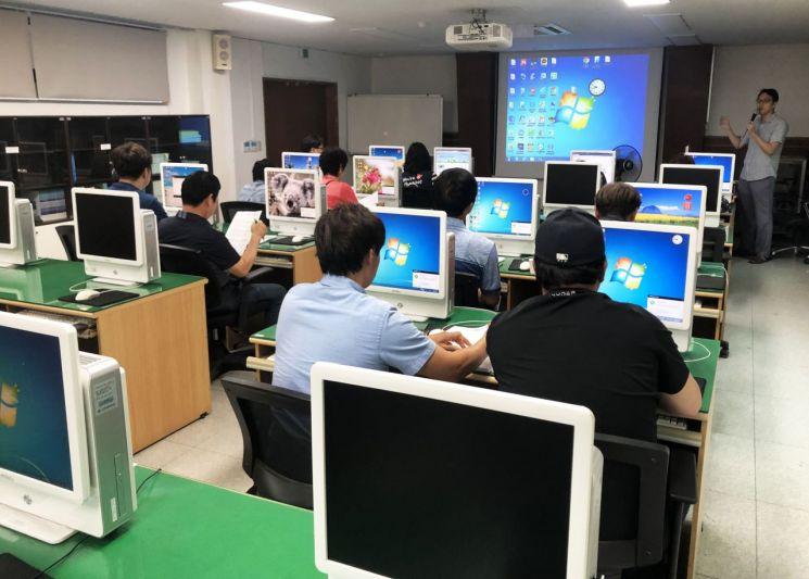 축산 농가를 위한 ICT 교육 장면