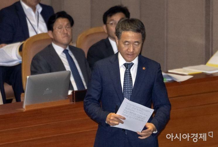 [포토] 본회의 출석한 박능후 장관