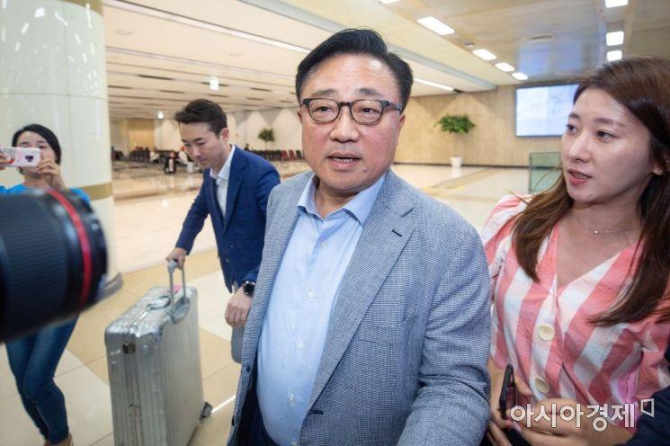 [포토] 귀국하는 고동진 삼성전자 사장