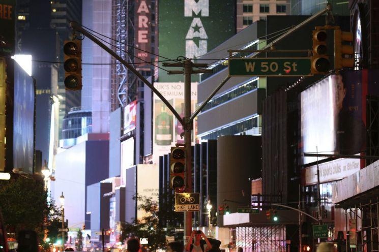 미국 뉴욕 맨해튼 도심에서 13일(현지시간) 저녁 정전이 발생했다.(사진=AP연합) [이미지출처=AP연합뉴스]