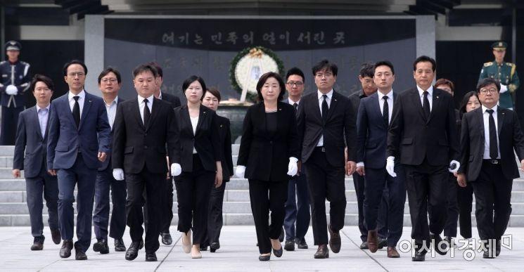 [포토] 심상정 정의당 신임대표 현충원 참배