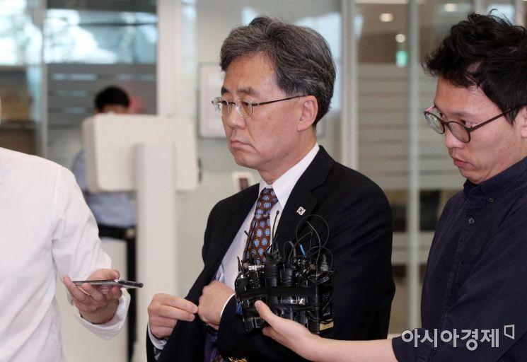 [포토] 공항 나서는 김현종 차장