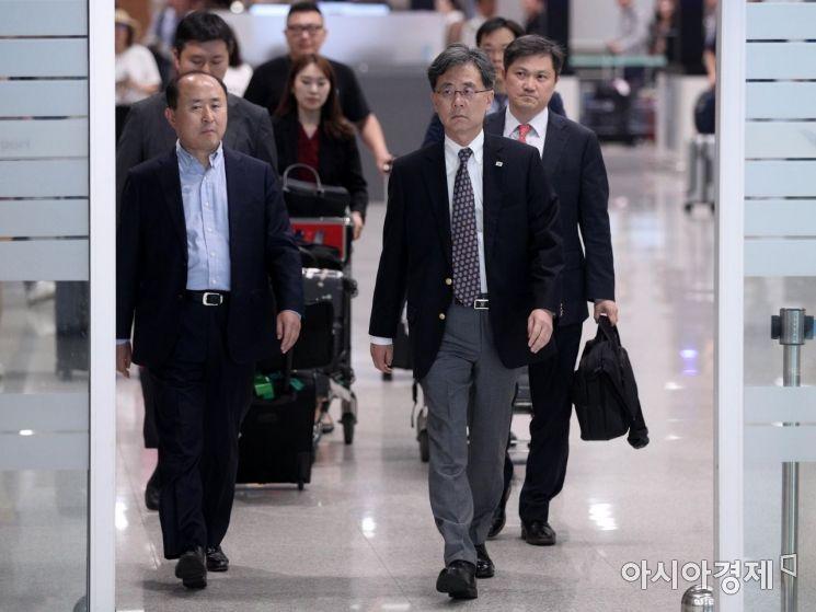 [포토] 3박4일 방미 일정 마치고 귀국하는 김현종 2차장