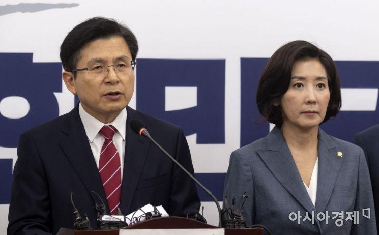 황교안 자유한국당 대표가 15일 국회에서 최근 일본의 수출 규제와 관련해 긴급 기자회견을 갖고 있다./윤동주 기자 doso7@