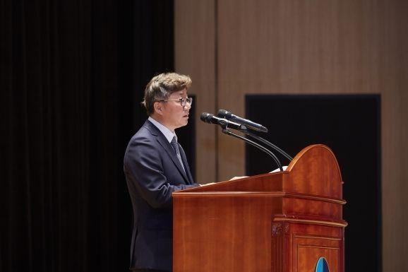 채희봉 한국가스공사 사장이 취임사를 하고 있다.