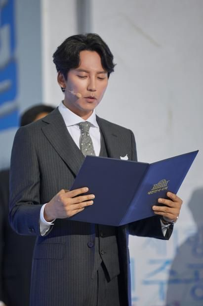 배우 김남길, 제헌절 경축식서 헌법 전문 낭독