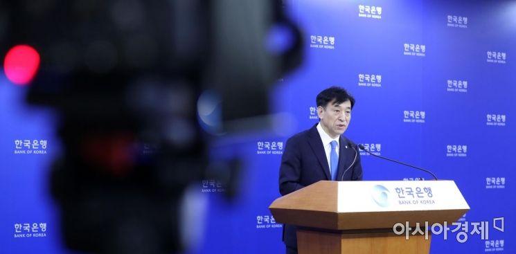 [포토]브리핑하는 이주열 한국은행 총재