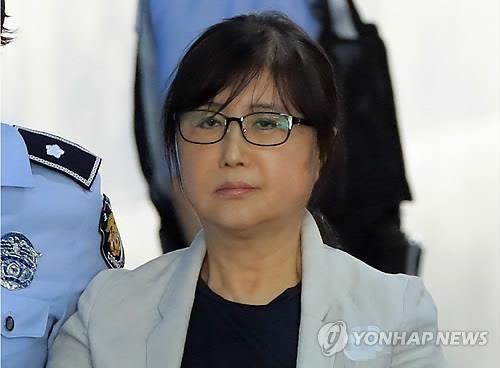 """""""동네 아줌마 같은 최순실…내 이름은 최서원"""" 언론사에 내용증명"""