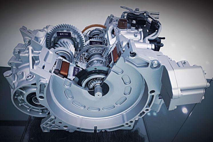 현대자동차그룹이 세계 최초로 개발한 능동 변속제어(ASC) 기술이 적용된 하이브리드용 6단 자동변속기.