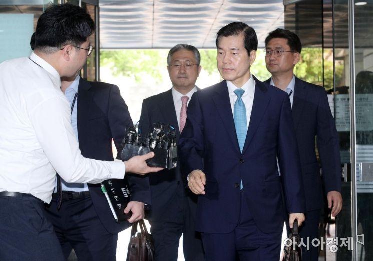 [포토] 김태한 대표, 묵묵부답 영장심사 출석