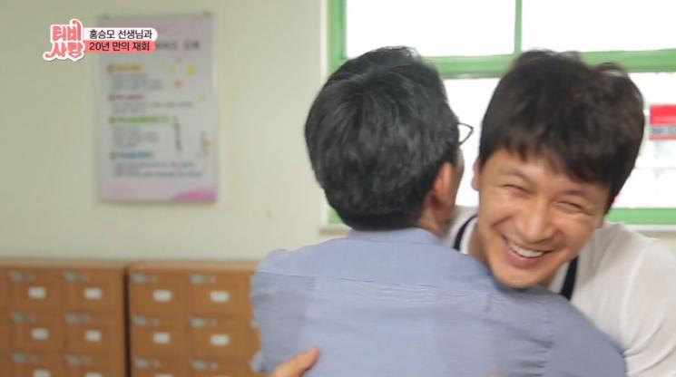 'TV는 사랑을 싣고'를 통해 은사님과 재회한 김승현 / 사진 = KBS 캡처