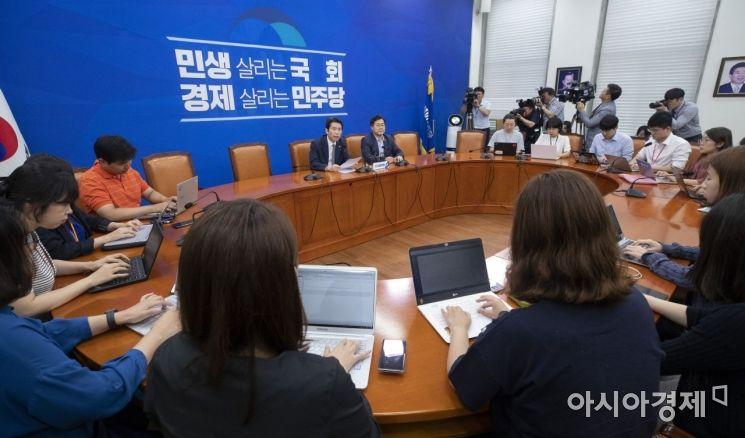 [포토] 이인영 원내대표, 현안 관련 기자간담회