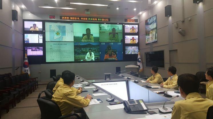 진영 행정안전부 장관이 지진 상황과 관련해 긴급 영상회의를 진행하고 있다. (제공=행정안전부)