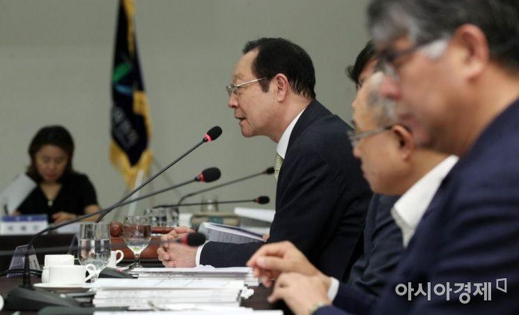 [포토] 인사말하는 권기흥 위원장