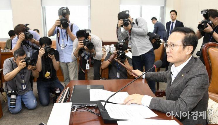 홍영표 국회 정개특위원장이 23일 국회에서 정개특위 전체회의를 주재하고 있다./윤동주 기자 doso7@