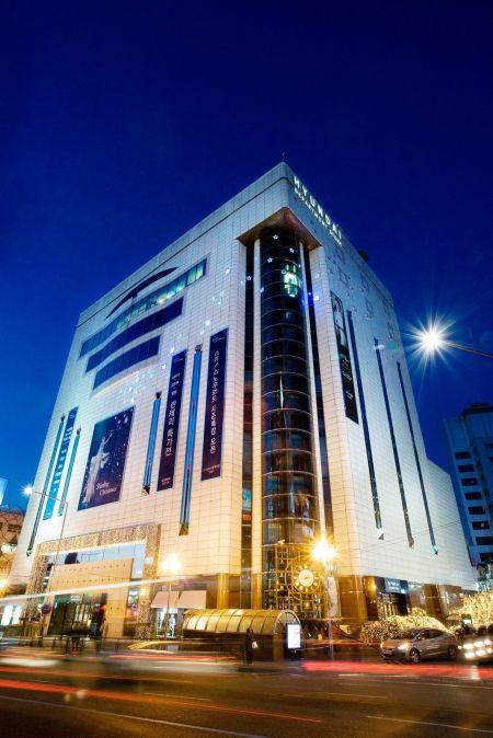 현대백화점 신촌점 전경