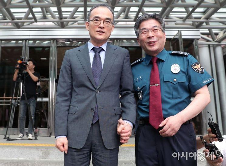 [포토]손잡은 문무일 검찰총장과 민갑룡 경찰청장