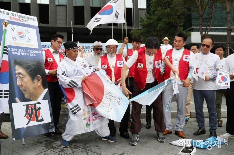 [포토]아베 신조 일본 총리 규탄