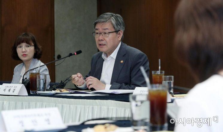[포토] 모두발언하는 이재갑 장관