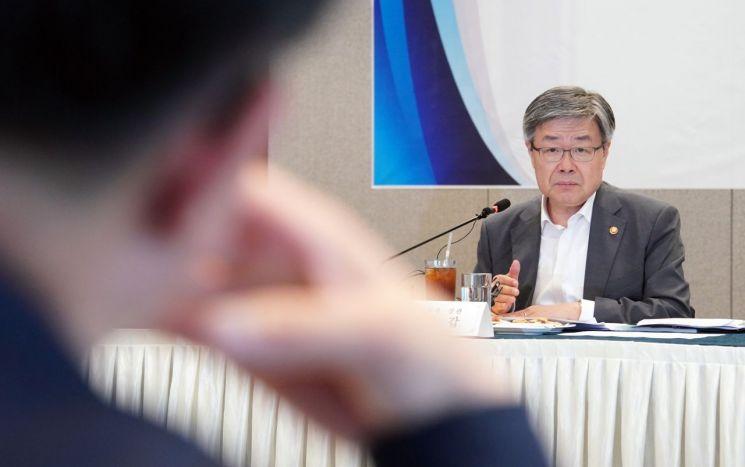 """이재갑 """"최저임금 2.87% 인상, 경제·고용상황 모두 고려한 판단"""""""