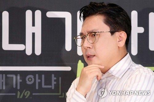 가수 이상민이 지난달 26일 오후 서울 마포구 CJ ENM 센터에서 열린 Mnet 예능프로그램 '니가 알던 내가 아냐 V2' 제작발표회에서 포즈를 취하고 있다/사진=연합뉴스
