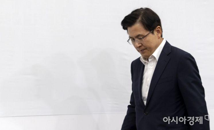 [포토] 고개숙인 황교안 대표