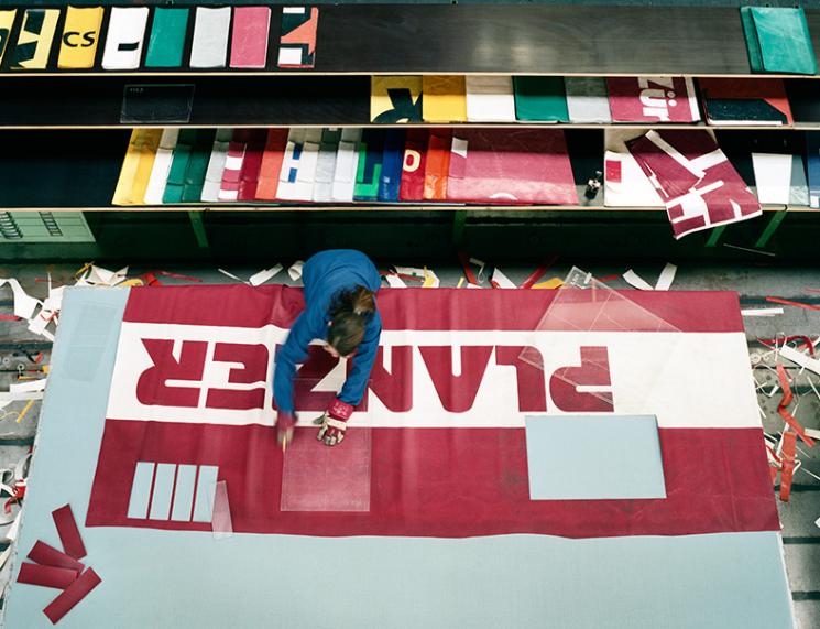 화물차 덮개로 만든 가방으로 연매출 수백억 올리는 '프라이탁'