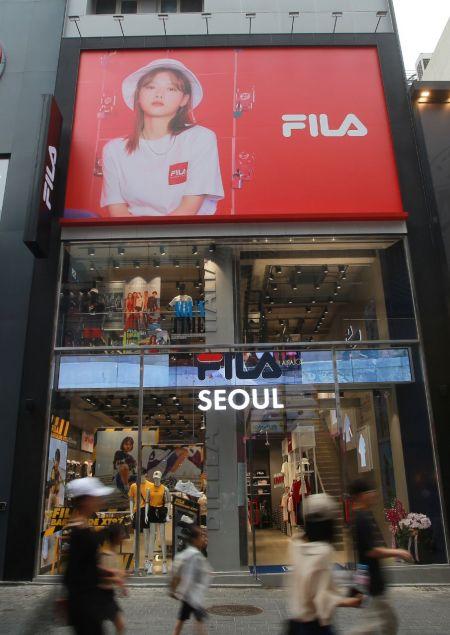 휠라, 글로벌 쇼핑 메카 명동 중앙로 재입성