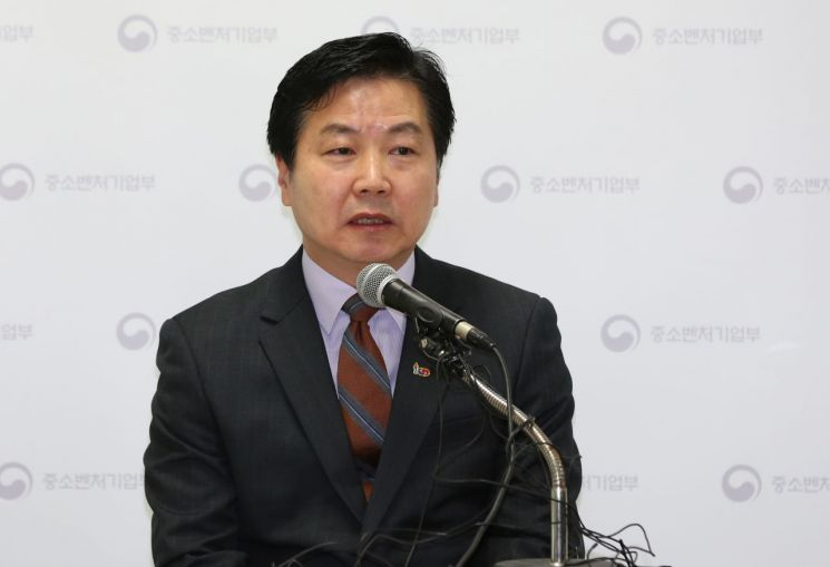 홍종학 전 중소벤처기업부 장관 [이미지출처=연합뉴스]