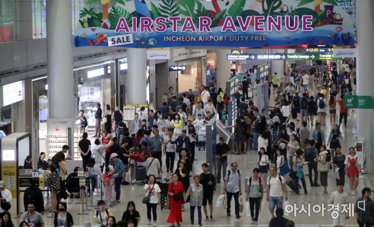 [포토] 여행객들로 붐비는 인천공항 면세구역