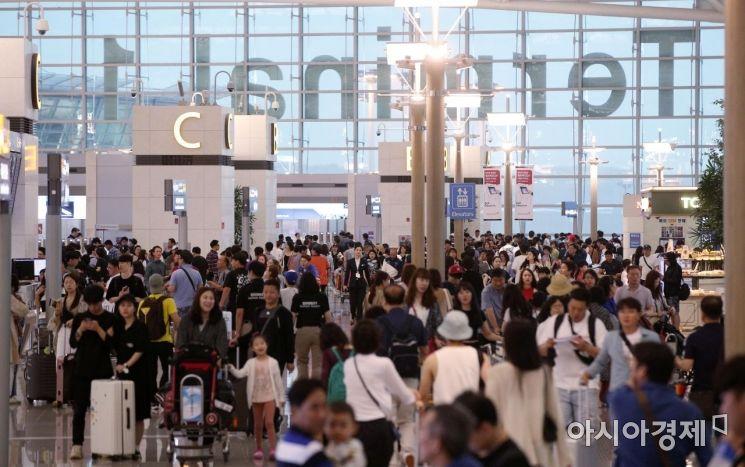 [포토] 휴가 인파로 붐비는 인천공항