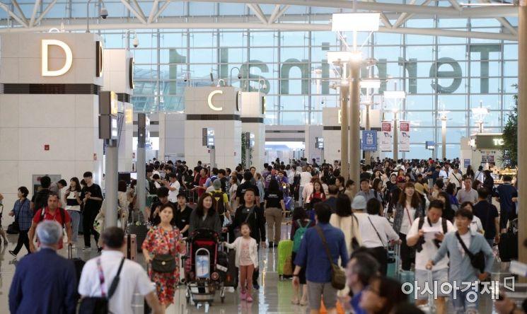 [포토] 휴가철 맞아 붐비는 인천공항
