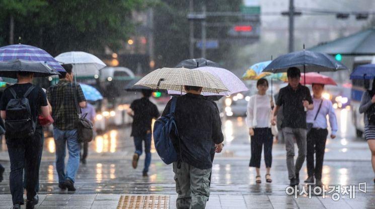 [포토]비오는 서울 도심