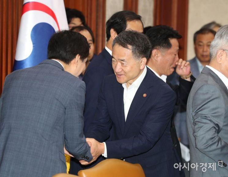 [포토]사회관계장관회의 참석하는 박능후 장관
