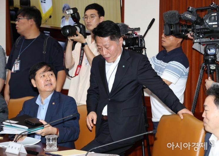 [포토]사회관계장관회의 참석하는 장덕천 부천시장