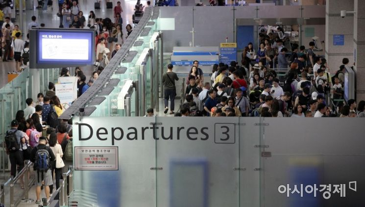 [포토] 인파로 붐비는 공항 국제선탑승구