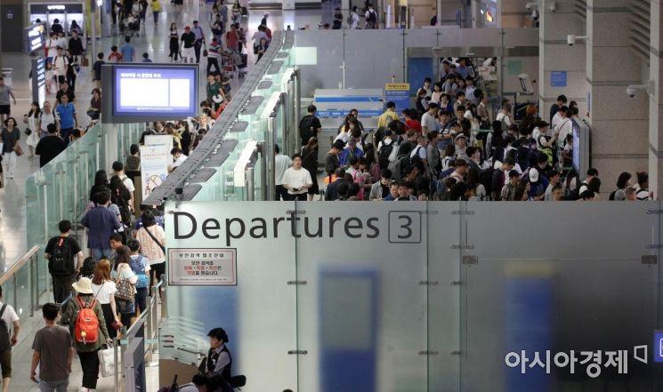 [포토] 여행객들로 붐비는 국제선탑승구