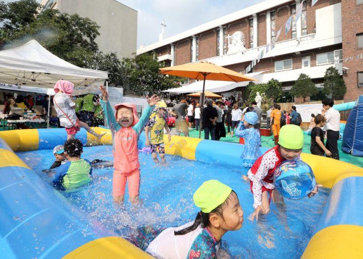 동네 골목에서 시원한 물놀이 즐겨요!