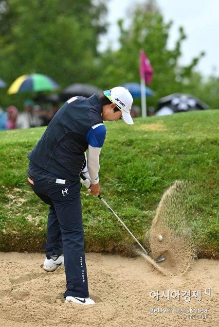 김효주가 올 시즌 네번째 메이저 에비앙챔피언십 최종일 14번홀에서 벙커 샷을 하고 있다. 에비앙(프랑스)=Getty images/멀티비츠